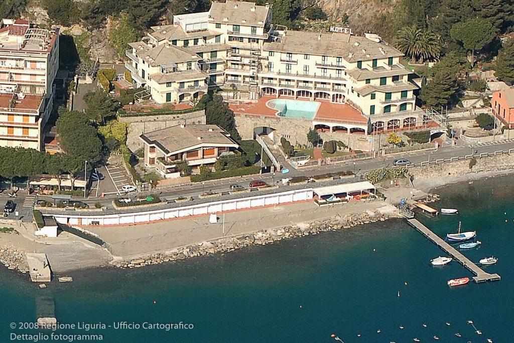 fotografia aerea del 2008, disponibile presso l'Ufficio Cartografico della Regione Liguria, come foto prospettica del 2008, Regione Liguria, identificativo 4223. Se ne mostra un dettaglio del fotogramma